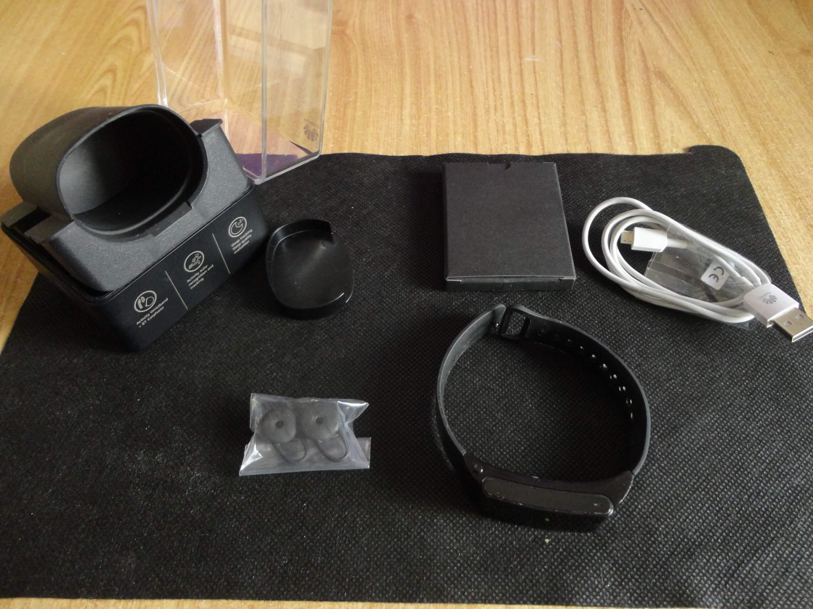 Huawei Talkband B2 con gli accessori