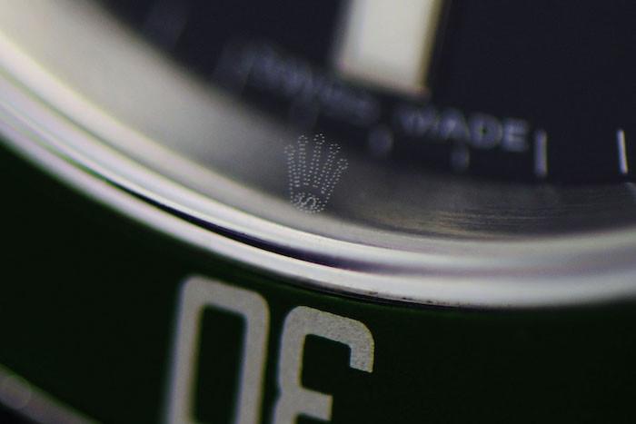 foto corona rolex incisa sul vetro ad ore 6
