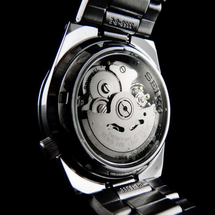 movimento automatico Seiko 23 rubini con calibro 7s26