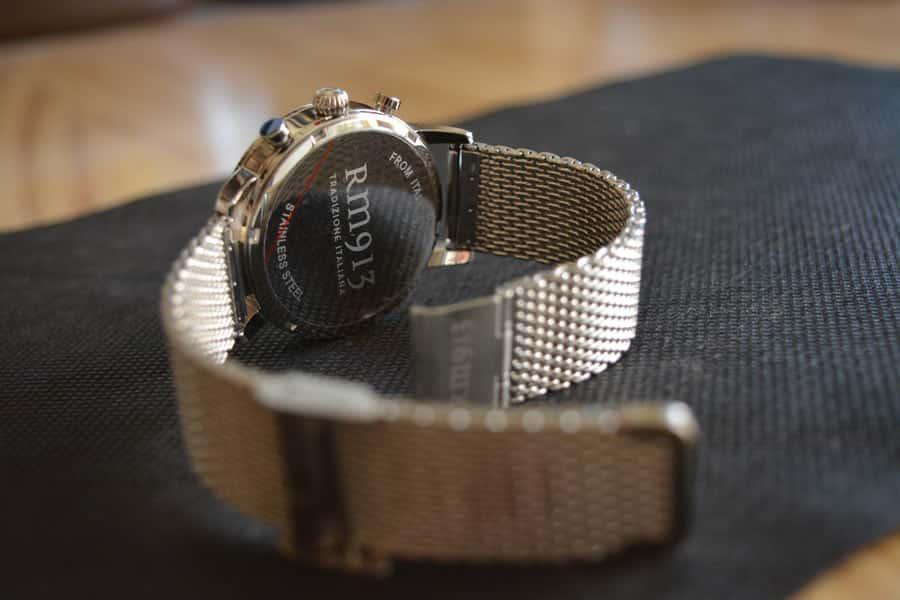 RM913 Milanese Chrono Grey ha una maglia in stile Milanese