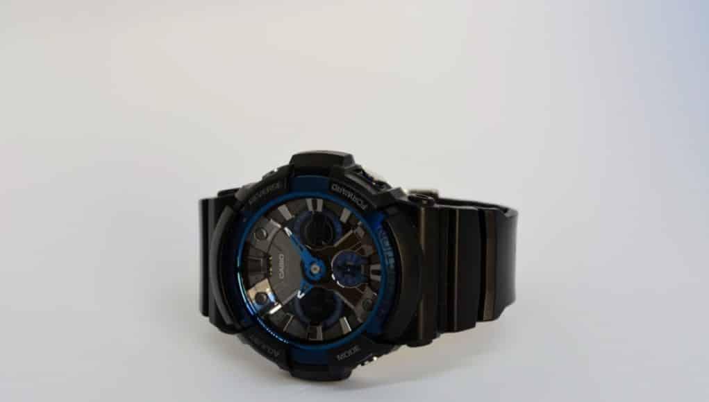 Recensione Casio G-Shock GA-200CB-1AER con dettagli quadrante blu