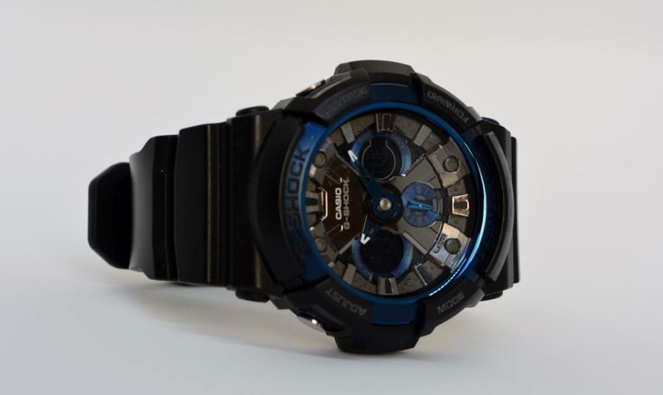 Recensione Casio G-Shock GA-200CB-1AER con cassa e cinturino in resina