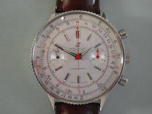 Questo Chronomat ref 808 ha un numero di serie del 1966. Eppure, la 'freccia' a 12 ore è stato rilasciata nella metà del 1962. Questo è un mistero per l'autore e la ricerca continua.