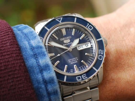 Seiko 5 Sports SNZH53K1 con quadrante blue