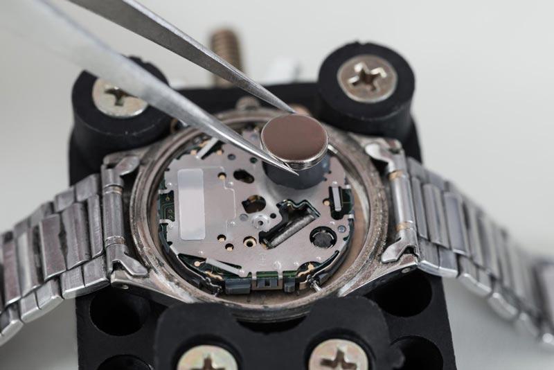 Come cambiare la batteria di un orologio