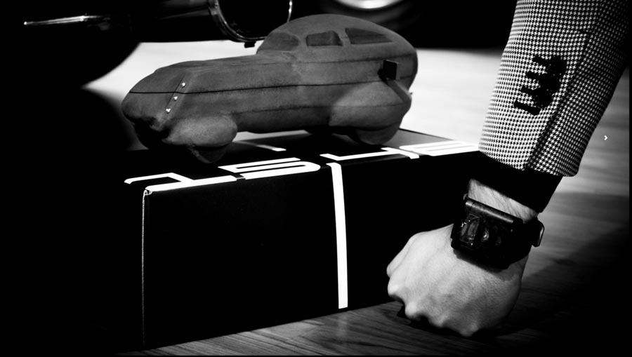 Anche la scatola del 15.48 è ispirata al mondo delle auto.