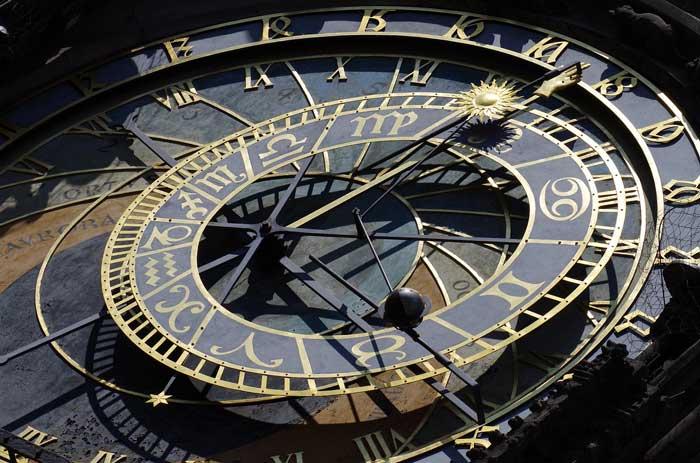 l'orologio astronomico di praga quando suona e significato