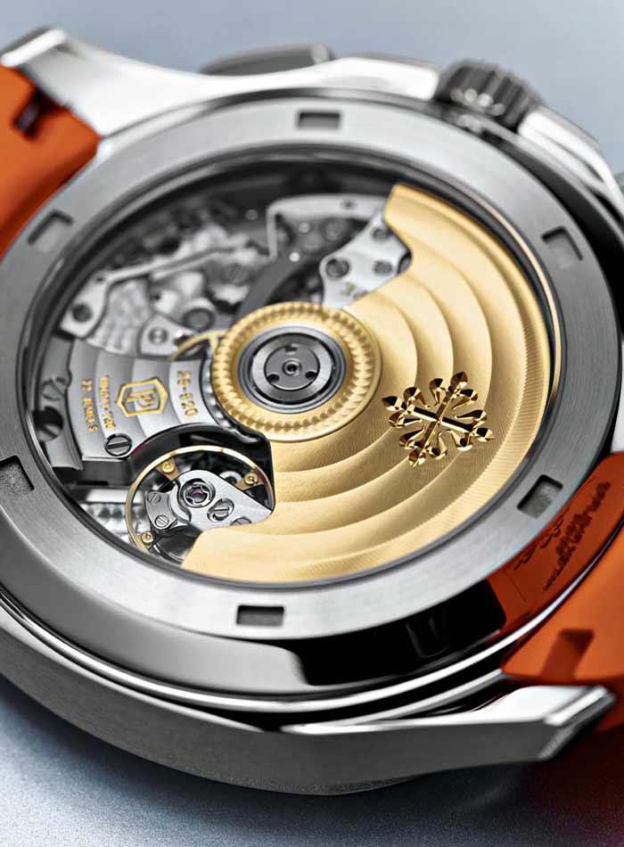 movimento è il calibro automatico CH 28-520 C,