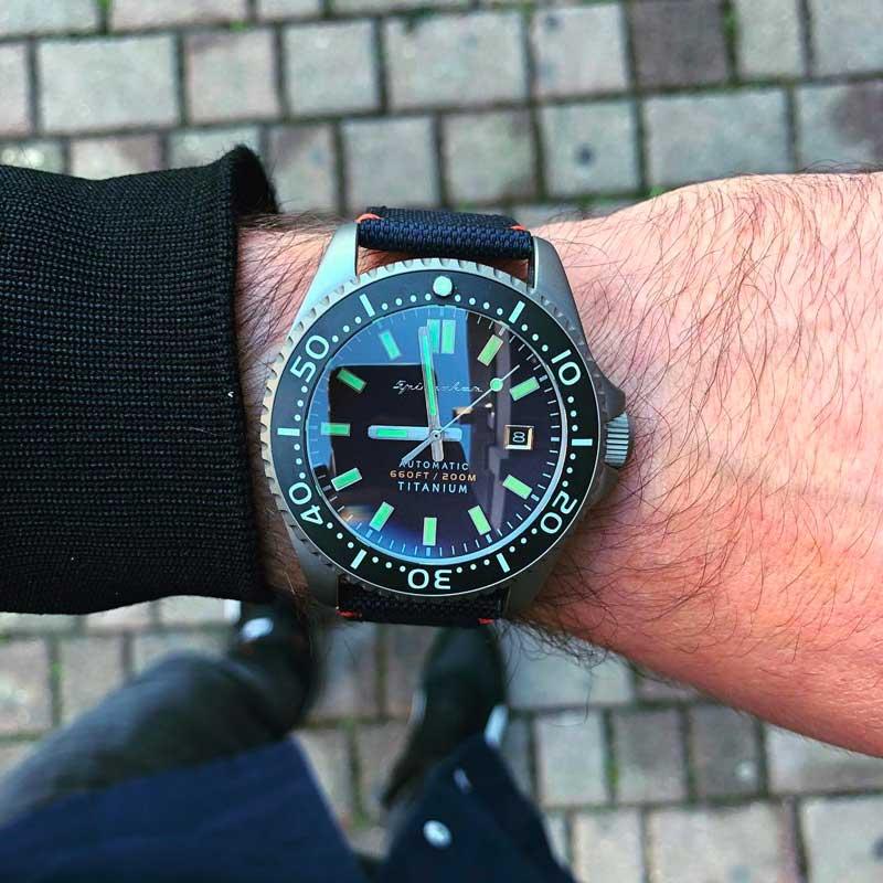 orologio dedicato alle immersioni in onore del famoso ufficiale della marina italiana Teseo Tesei.