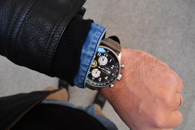 Recesnione dell'orologio AVI-8 Hunter Chronograph Panda Dial (AV-4011)