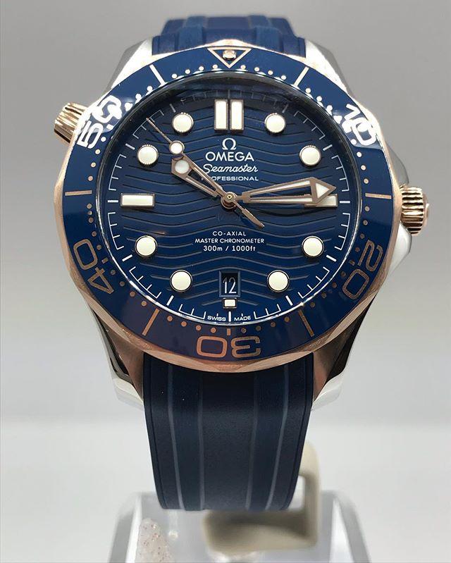 La versione con quadrante blu e inserti in oro Sedna, da 6.100 euro.