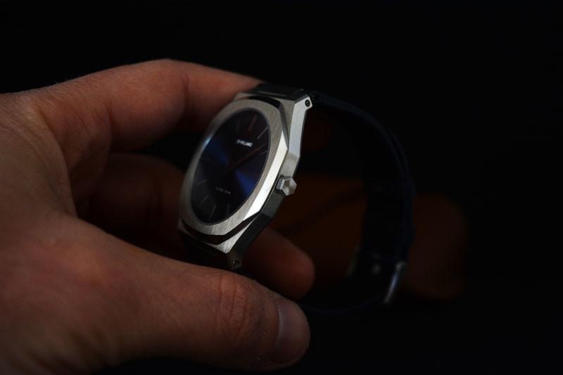 L'Ultra Thin 40 mm, con i suoi 6 mm di spessore e cinturino in nylon
