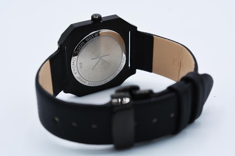 Cassa a pressione con Simbolo Kyomo Watches