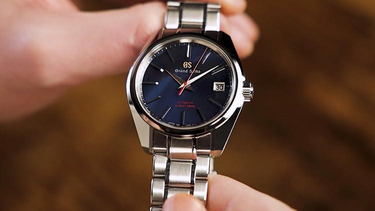 Heritage Collection Hi-Beat 36000 Limited Edition celebra i 60 anni di Grand Seiko. È equipaggiato dal calibro automatico 9S85 ad alta frequenza, che offre una precisione da -3 a +5 secondi al giorno e una riserva di carica di 55 ore. Prezzo: 6.200 euro