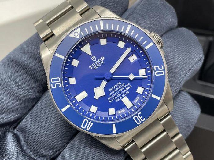 """Il Pelagos """"blu"""", con cassa di 42 millimetri"""